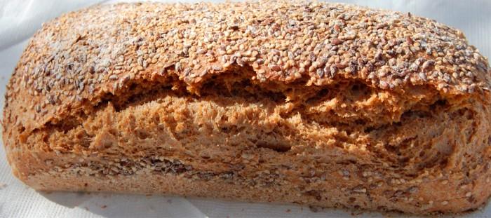 Pan de espelta con nueces y semillas